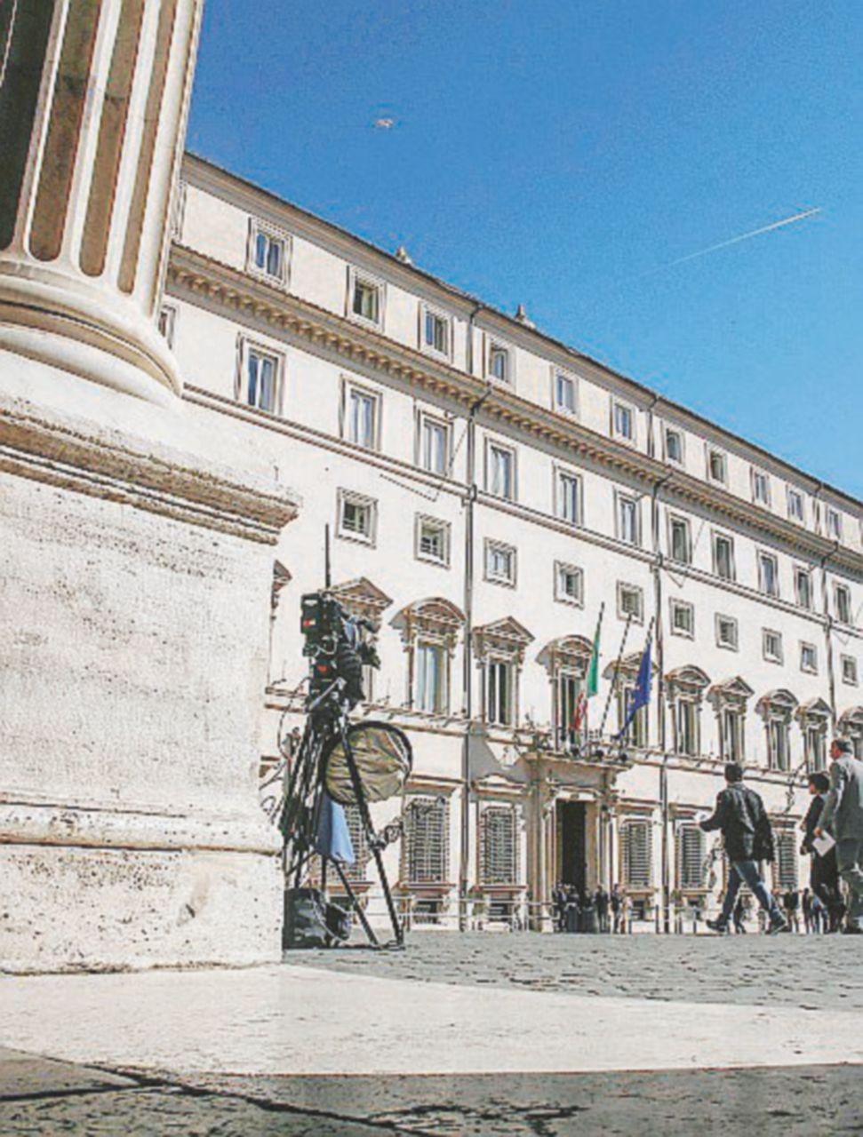 Palazzo Chigi, il funzionario con 260mila euro nel sottotetto: accusa di riciclaggio per Renato Mazzocchi