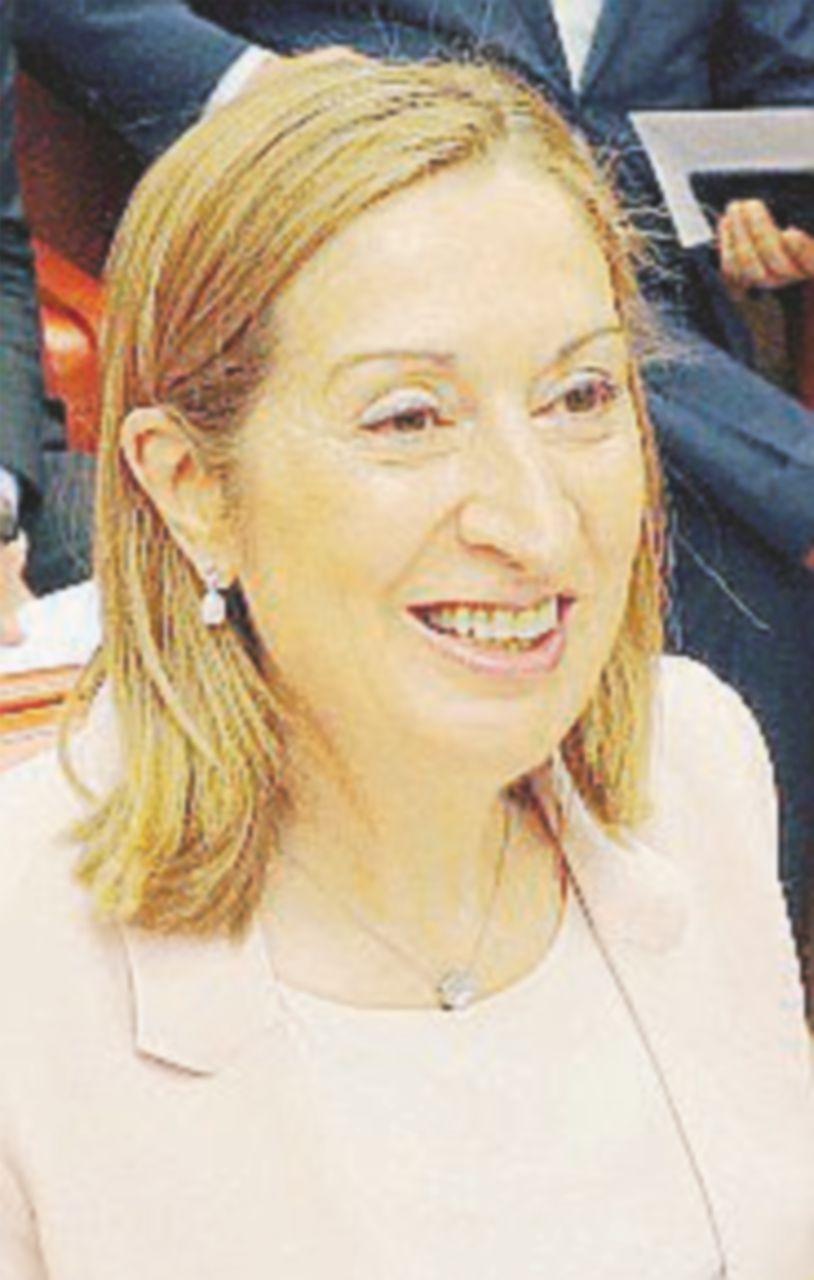 La fedelissima di Rajoy eletta presidente della Camera: prima vittoria per il premier
