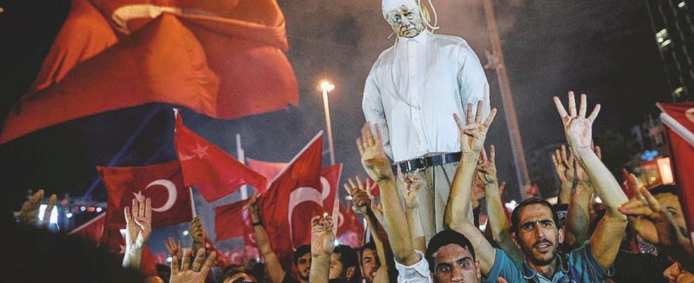 Prof, giudici, 007 e imam: nessuno sfugge a Erdogan