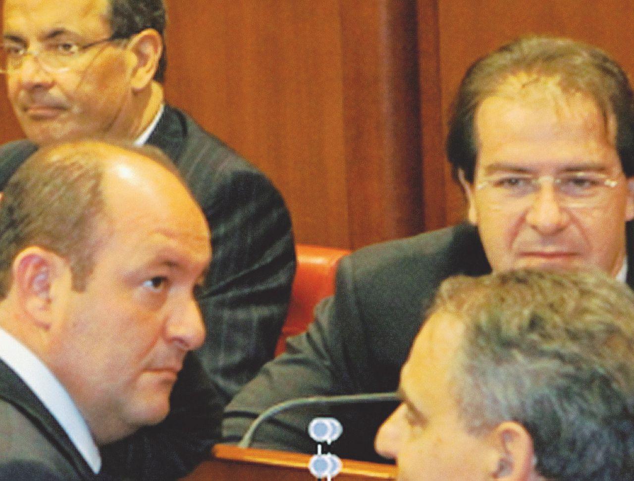 Se il senatore finisce in galera c'è il sindaco cacciato per mafia