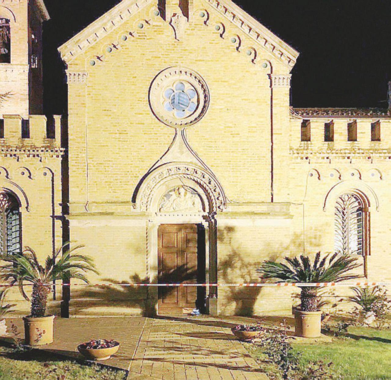 Fermo, le quattro bombe in chiesa: arrestati due ultrà