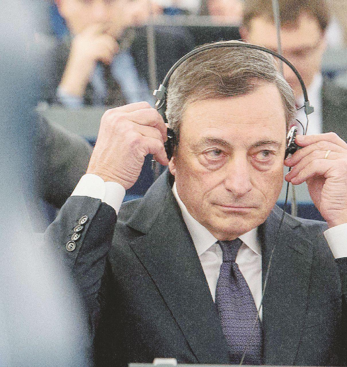 """Banche, Draghi avvisa l'Ue: """"Serve un aiuto pubblico"""""""