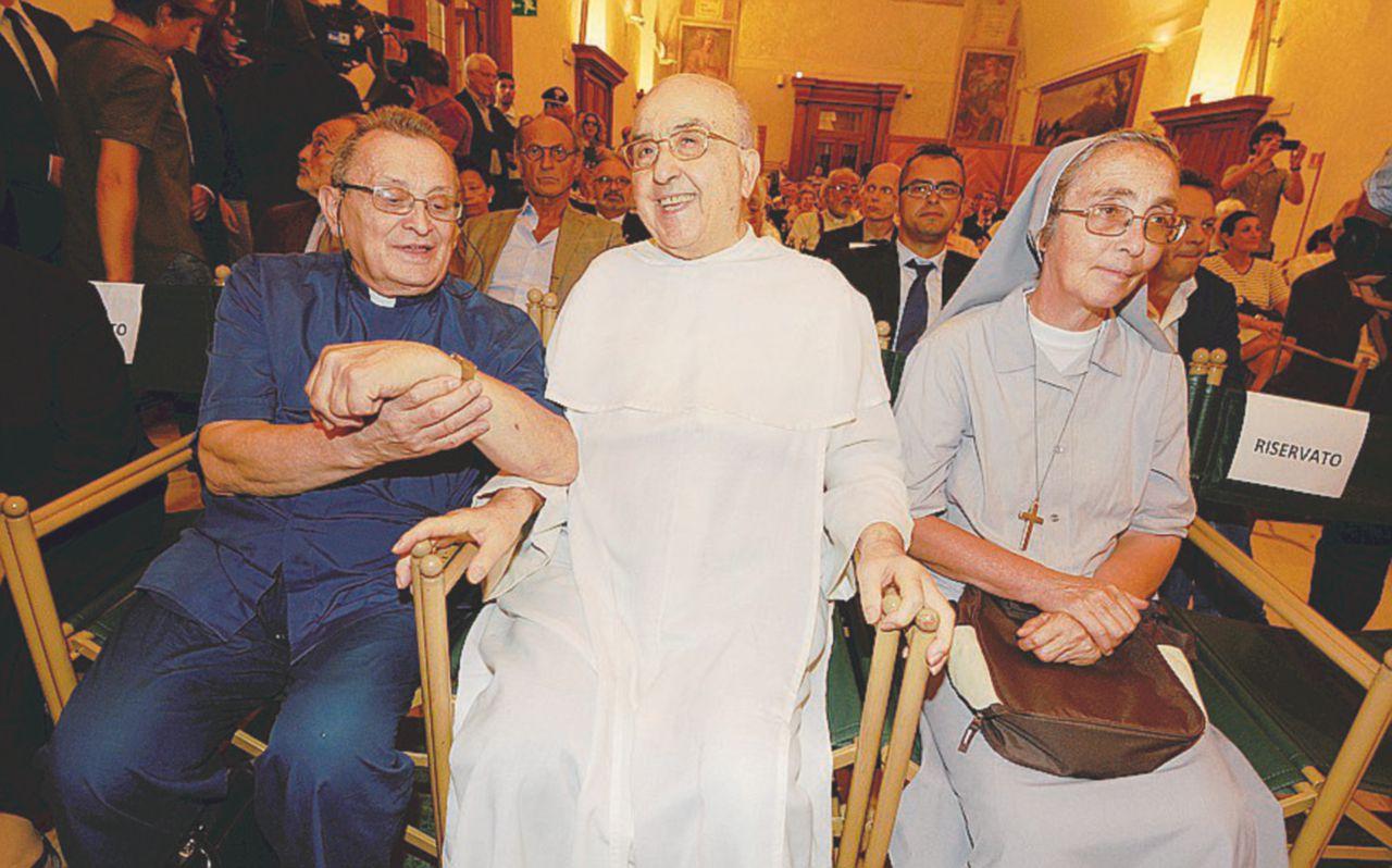 Frate Luigi benedice il teogrillismo