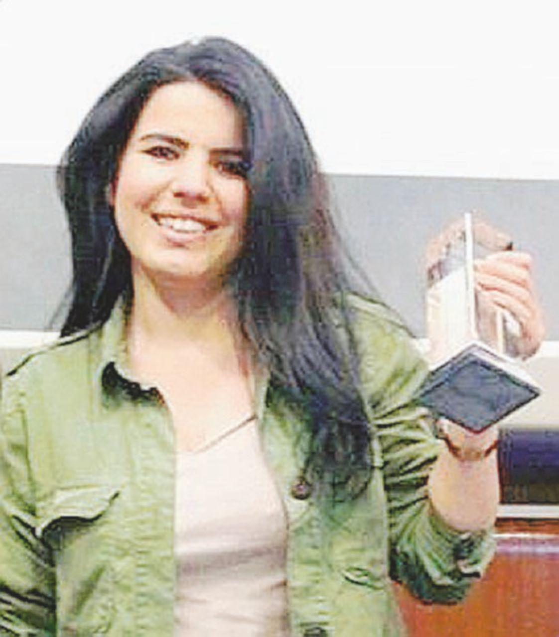 """""""I suoi quadri sono prove"""": arrestata per terrorismo"""