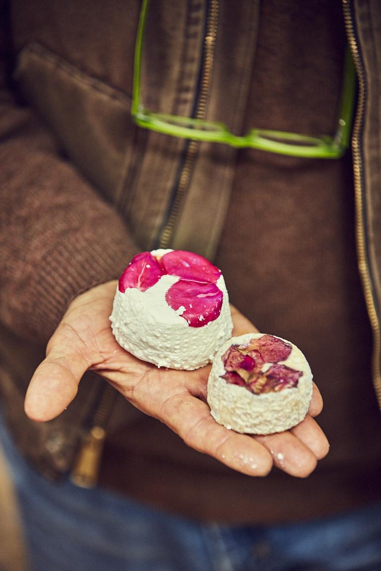 I semi-stagionati affinati in barrique con odori e spezie sono prodotti tipici della gastronomia Beltrami