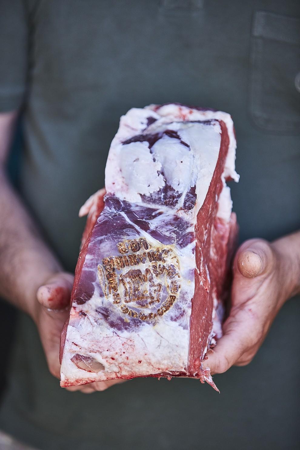 """Che cosa vuol dire veramente e cosa si indica col termine """"fiorentina""""? Con fiorentina non si intende la bistecca o una specifica parte del manzo, bensì il taglio della carne."""