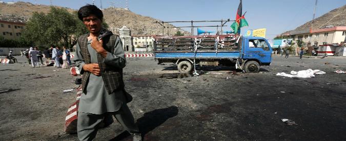 Afghanistan, attentato kamikaze a Kabul: 80 morti e 231 feriti. Isis rivendica