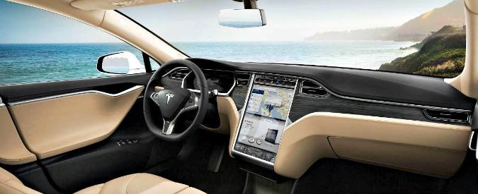 Tesla Model S, arriva il primo incidente mortale di un'auto a guida autonoma. Vittima un ex marine
