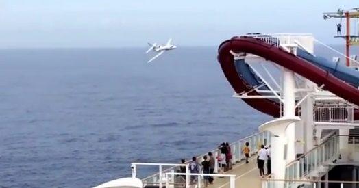aereo marina francese sfiora nave da crociera evitato l