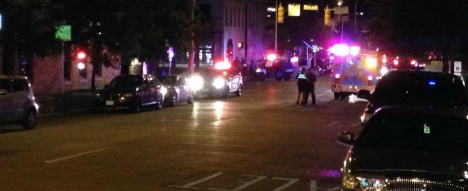 """Texas, sparatoria ad Austin: una donna morta e quattro feriti. Polizia: """"Restate in casa"""" – video"""
