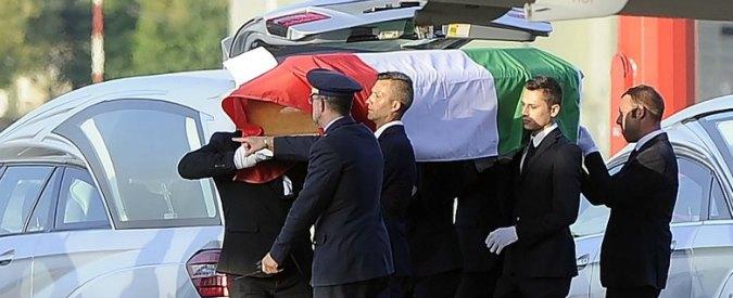 """Attentato Bangladesh, l'autopsia sui corpi degli italiani. """"Morte lenta: torture e mutilazioni, ma nessun colpo di grazia"""""""