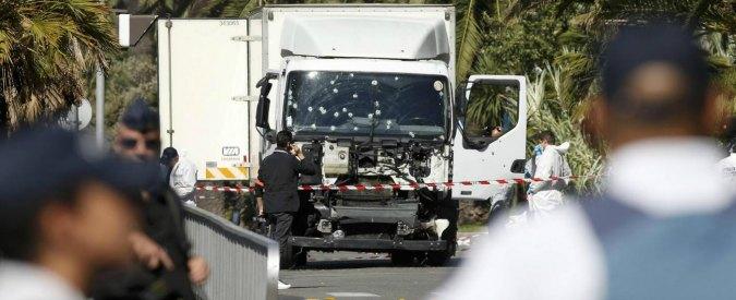 Attentato a Nizza, incriminato 36enne che fece selfie con l'attentatore