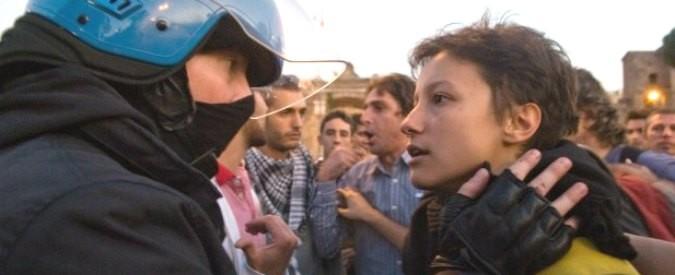 Abbracci, scontri e incontri tra persone uguali e contrarie