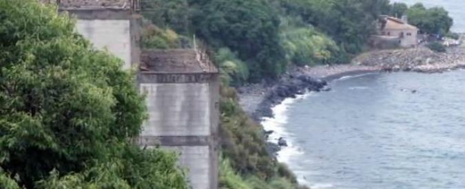 """Coste divorate dal cemento: """"persa"""" metà degli 8mila chilometri. Da Comacchio all'isola d'Elba, l'assedio al litorale"""
