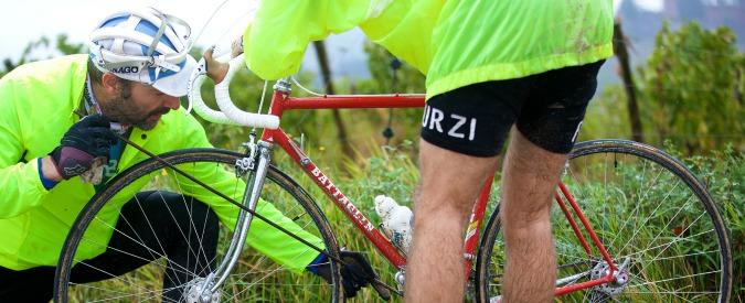 Lodi, morto un anziano ciclista a Montanaso. Altri sette feriti a Camairago, travolti da un'auto pirata