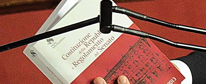 """Referendum costituzionale, la """"legge oscura"""" che può diventare la nuova Carta: rigonfia di parole e di frasi infinite"""