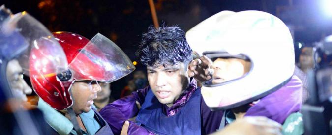 """Bangladesh, spari e bombe in caffè di Dacca: """"Sette italiani tra gli ostaggi, uno fuggito"""". Almeno due morti. Isis rivendica"""