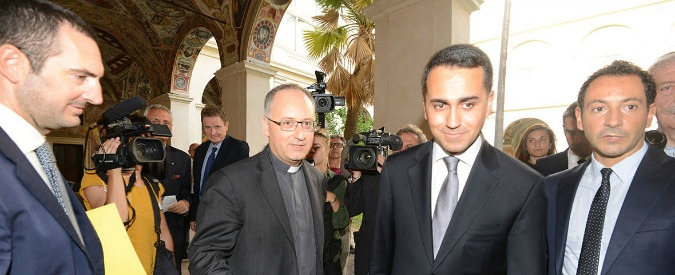 Luigi Di Maio al convegno cattolico in versione candidato premier: pro-Ue moderato, anti-euro convinto
