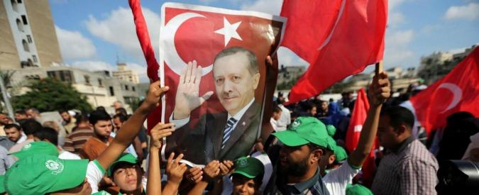 """Turchia, sì al velo nell'esercito. """"Erdogan mira al consenso di chi è religioso"""""""
