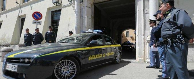 """Camorra, 9 arresti tra Napoli e Caserta: """"Professionisti e imprenditori riciclavano il denaro del clan Polverino"""""""