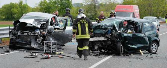 """Incidenti stradali in aumento nel 2015. Istat: """"3.419 morti e 246mila feriti. Cause: uso cellulare e troppa velocità"""""""