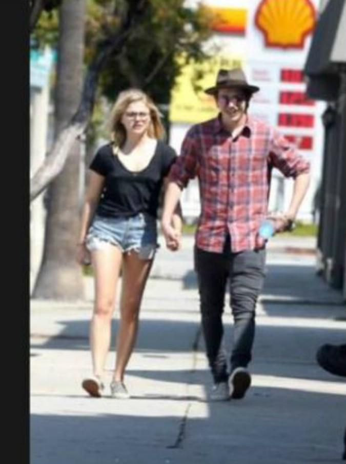 """Beckham, polemica sulla fidanzata del figlio Brooklyn. Io Donna: """"Non abbastanza magra per portare gli shorts"""""""