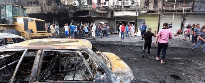 """Iraq, autobomba contro gli sciiti: 126 morti e 150 feriti. Rivendica Isis: """"Rinnegati"""""""