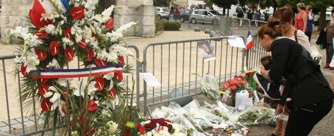 """Rouen, i musulmani negano la sepoltura al killer: """"Gesto impuro, non macchiamo l'Islam"""""""