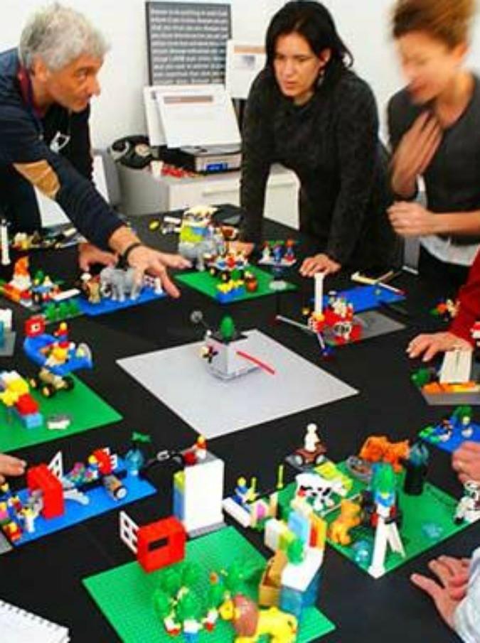 Lego serious play il mattoncino si fa serio e finisce sul tavolo presidenziale di grandi e - Video sesso sul tavolo ...