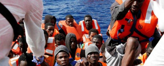 """Libia, Sabrata: ritrovati i corpi di oltre 60 migranti sulla spiaggia. """"La morte risalirebbe a giorni fa"""""""