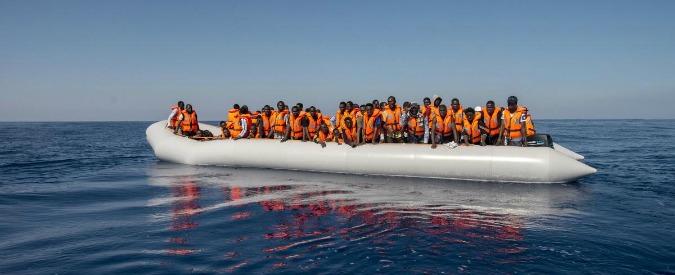 """Migranti, 39 cadaveri recuperati a largo delle coste libiche: """"In 17 erano stati stipati nella stiva"""""""