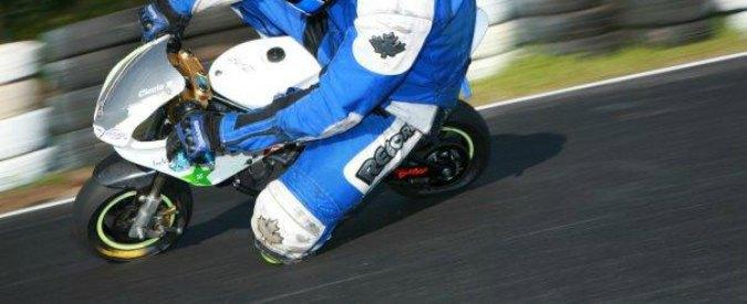 Mantova, bimbo di sei anni si schianta con la minimoto durante una gara: grave
