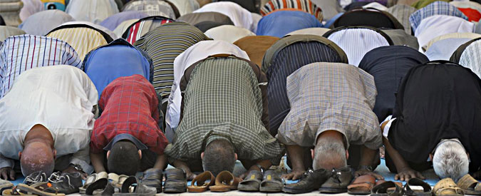 Egitto, il governo introduce il sermone unificato del venerdì. Protesta degli imam