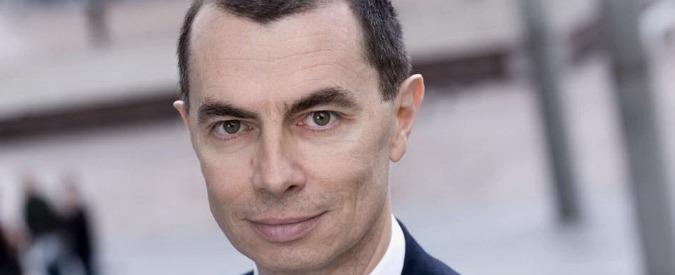"""Unicredit, """"revisione della strategia per rafforzare capitale"""". Via a vendita del 10% di Fineco, ma salta cessione Pioneer"""