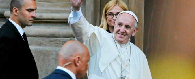 """Papa Francesco, la preghiera: """"Dio tocchi i cuori dei terroristi perché tornino sulla via della pace"""""""
