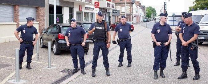 """Francia, attacco in chiesa: """"I due killer sono francesi nati a Rouen"""". Uno di loro imputato per terrorismo"""