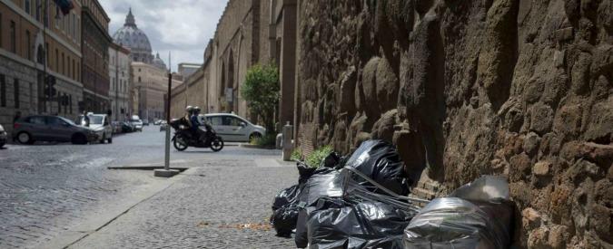 Rifiuti Roma, inchiesta sui saccheggiatori delle isole ecologiche. Con il via libera da parte di alcuni dipendenti Ama
