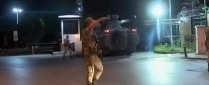 """Colpo di Stato in Turchia, social media bloccati. """"Irruzione dei militari nella tv pubblica"""