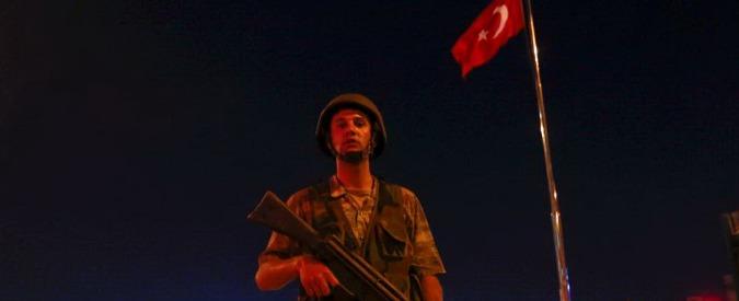 """Colpo di Stato Turchia, tv pubblica riprende le trasmissioni, golpisti """"presi in custodia"""" dai lealisti"""