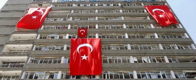 """Turchia, """"forte esplosione ad Ankara"""". Ma è un incendio di un palazzo residenziale"""