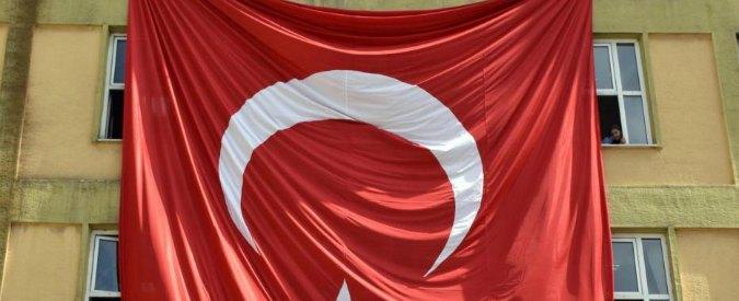"""Turchia, il governo: """"Possibili legami tra Gulen e Isis"""". Arrestati altri 47 giornalisti"""