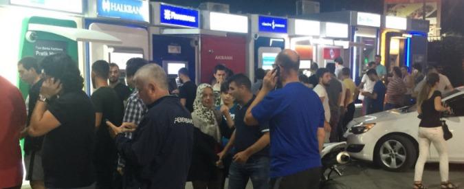 Colpo di Stato Turchia, corsa ai bancomat per ritirare contanti e code per fare scorte di pane, acqua e benzina