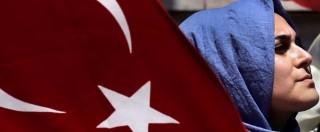 Turchia, S&P taglia il rating sovrano. Moody's mette sotto osservazione 17 banche: anche la partecipata di Unicredit