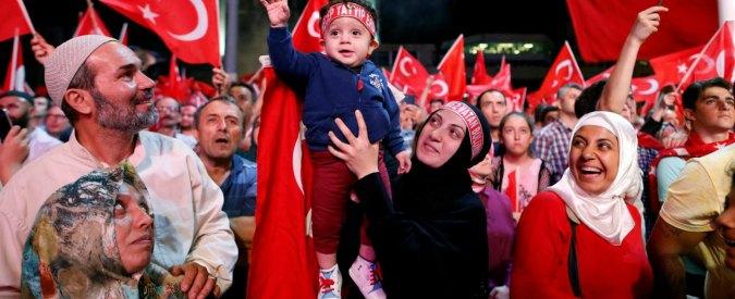 """Turchia, cancellati 11mila passaporti. Governo: """"I golpisti volevano occupazione straniera"""""""