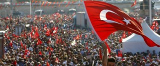 """Turchia, fermato il braccio destro di Gulen. Erdogan: """"Arresti a quota 13mila"""". Migliaia in piazza con l'opposizione"""