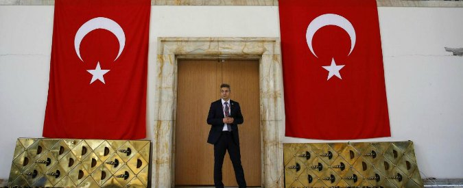 """Turchia, altre 6.500 epurazioni al ministero dell'Istruzione. Germania: """"Misure contro lo Stato di diritto"""""""