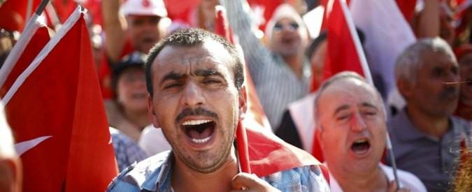 Turchia, il bavaglio che unifica golpe e controgolpe