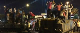 """Colpo di Stato in Turchia, fallisce golpe dell'esercito contro Erdogan. Che torna a Istanbul: """"Autori pagheranno"""""""