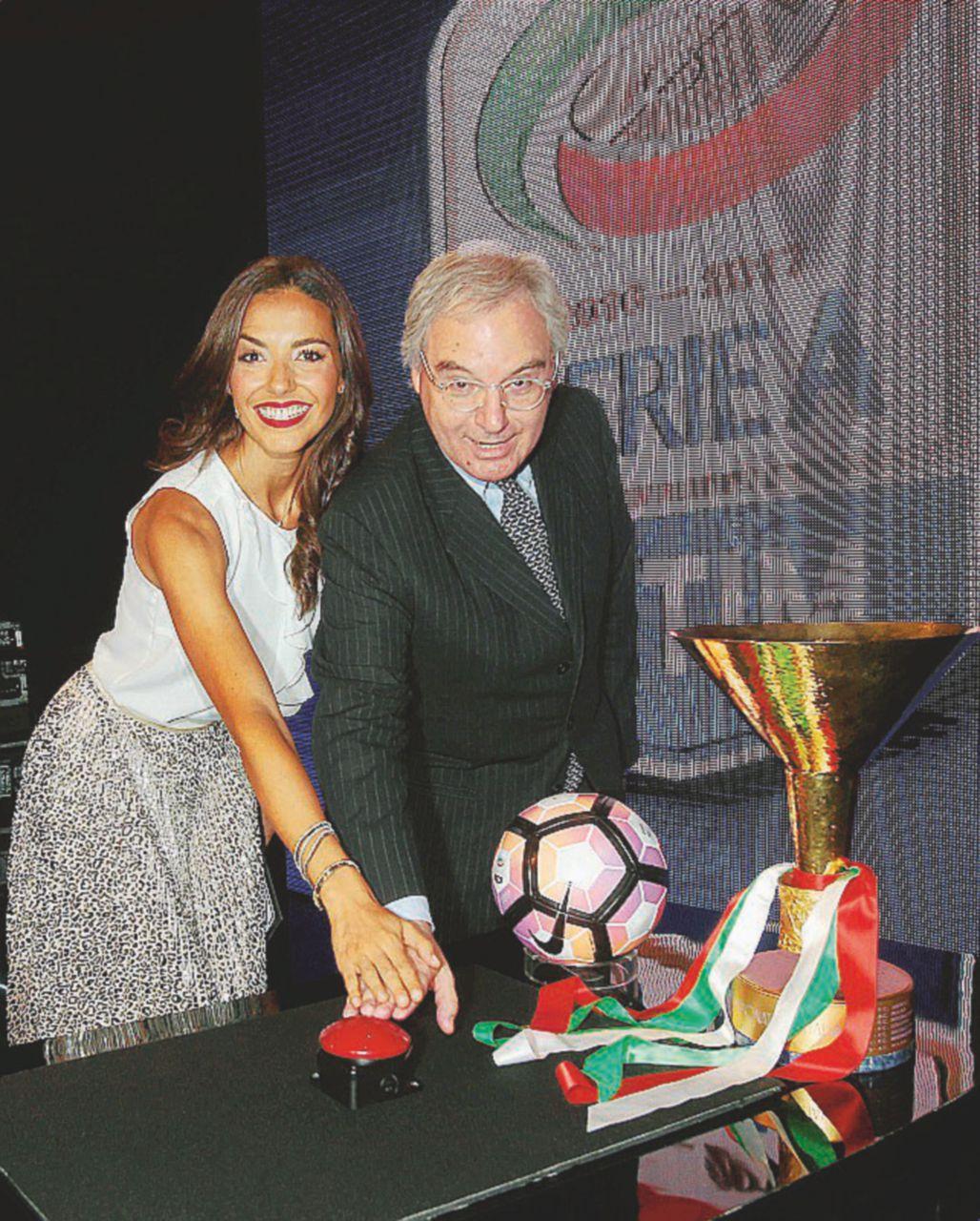 Serie A, il calendario: Higuain e Pjanić a Napoli e Roma protetti da una gabbia