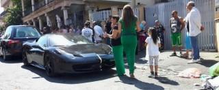 Casamonica, petali di rosa e Ferrari ai funerali del 27enne morto mentre dava fuoco alla villa di un parente